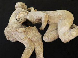 Calco a Pompei fra due uomini
